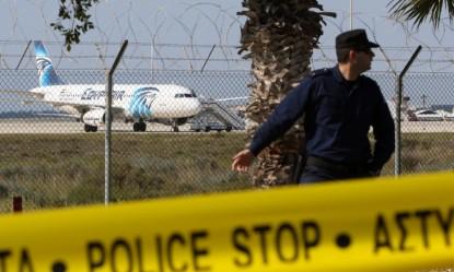 Ancora mistero fitto sull'airbus egiziano precipitato