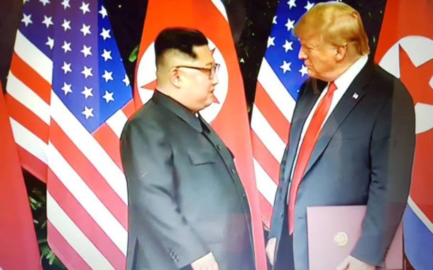 Storica stretta di mano Trump e Kim Jong. Scongiurata crisi diplomatica