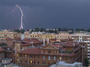 Violento temporale mette in ginocchio la capitale romana