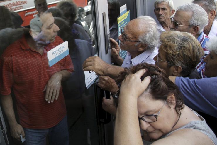 Grecia; il ministro delle Finanze Varoufakis si dimette