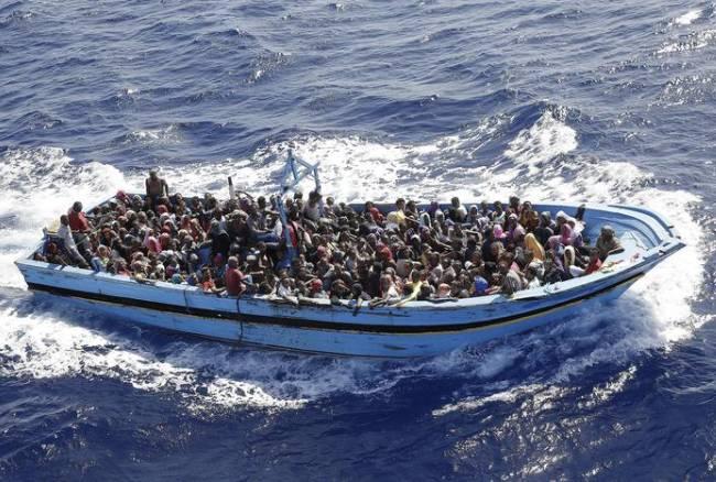 Doppio naufragio in Libia con oltre 200 morti; fermati gli scafisti