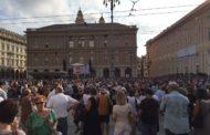 Genova nel cuore scende in piazza de Ferrari, commozione per la lettura dei 43 nomi delle vittime